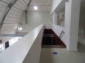 Circulation entre les deux salles de réception niveau 4 et 5 (poutre métallique en saillie)
