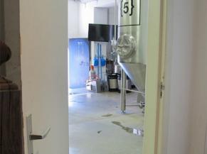 Porte d'entrée de l'atelier de production (brasserie)