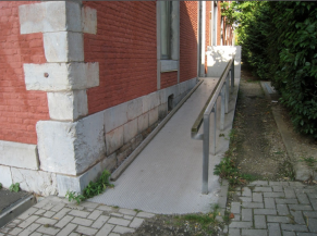 rampe d'accès de l'entrée alternative