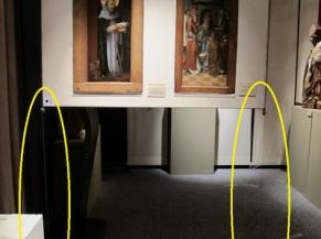 Vue d'une salle de collection permanente avec un obstacle potentiel non sécurisé