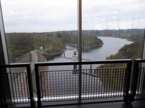 Vue sur le barrage depuis le bas du 2e étage