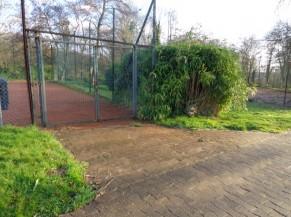 Entrée d'un des terrains de tennis