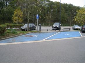 Emplacements de stationnement réservés