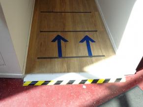 Il faut atteindre le demi-niveau supérieur soit par une rampe