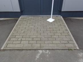 Rampe d'accès devant la porte d'entrée
