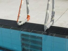 Echelles encastrées des bassins de natation