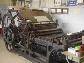 Photo de La Jullien  une presse à rouleaux datant du 19eme siècle