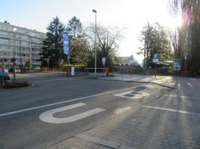 Stationnement entrée du centre