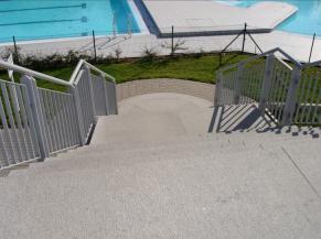 Escalier vers la piscine