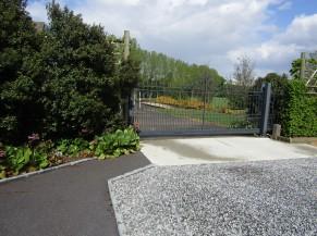 Terrasse accessible de plain-pied depuis la voie d'accès (liaison depuis l'entrée)