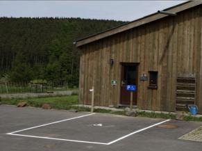 emplacement de stationnement réservé et sonnette