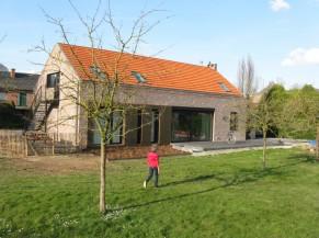Façade arrière, terrasse et jardin