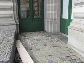 Rampe d'accès et porte PMR