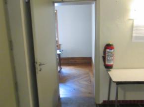 porte d'accès vers salle d'exposition