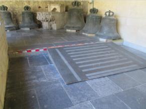 Présence d'une rampe pour compensé la marche de 17 cm dans un des couloirs du Cloître