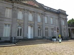 Entrée principale vers l'accueil et les sanitaires du Château