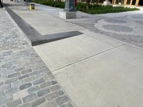 Petite rampe donnant accès à la partie centrale