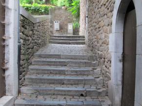 Escalier sur la voie d'accès