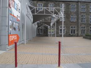 Voie d'accès vers l'entrée du musée