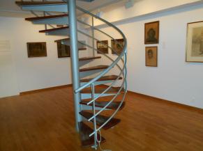 Escalier dansgereux pour accéder à l'espace atelier