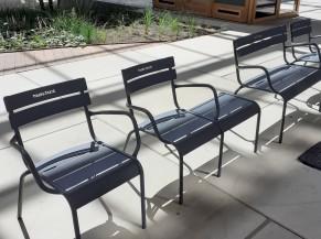 Exemple de chaises dans la partie centrale