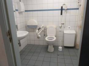 WC adapté mais libre passage de porte à 77 cm