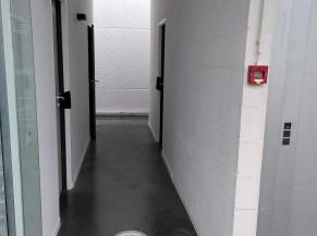 Couloir d'accès au WC adapté