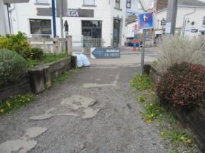 Sortie ou Entrée du ravel à Court Saint Etienne