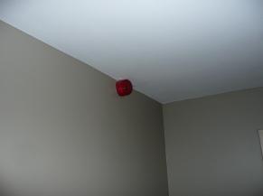 Flash lumineux dans la chambre adaptée