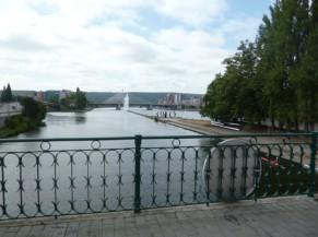 Vue depuis le pont à la sortie du parc de la Boverie