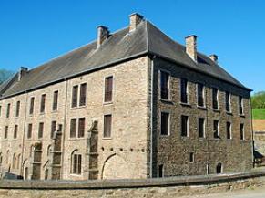 Vue d'ensemble du centre d'accueil du visiteur, dans l'ancien moulin