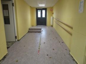 Rampe d'accès derrière la porte d'entrée alternative