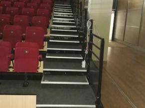 Escaliers de la salle de spectacle