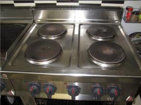 Cuisinière et boutons en relief