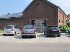 Emplacements de stationnement réservés aux personnes handicapées proches des chambres adaptées