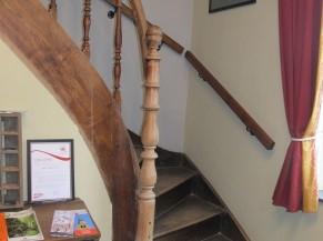 Escalier vers les chambres du 1er étage
