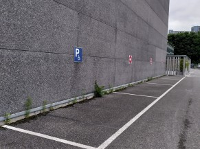 4 emplacements réservés (signalétique réversible)