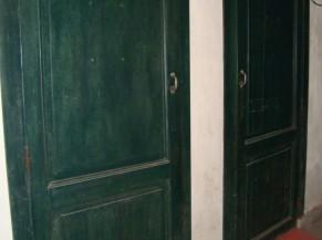 Portes des sanitaires et rampes d'accès