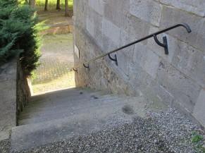 Accès (escalier) depuis le parking de l'Abbaye