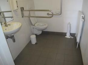 Toilette PMR du rez-de-chaussée de l'Orangerie