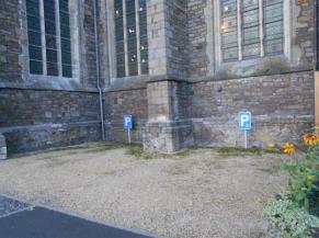 Parking réservés près de l'église