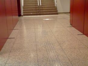 Escaliers menant au centre du visiteur