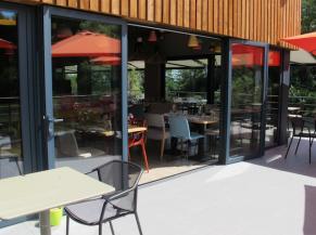 La Libellule, restaurant, accès terrasse (ressaut 2 cm)