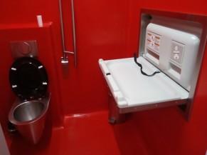 Toilette adaptée avec table à langer