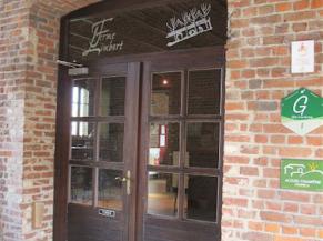 Porte d'entrée vers les espaces communs (bar, salle à manger et cuisine)