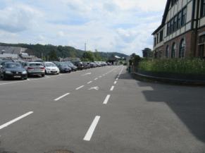 cheminement entre le parking et l'entrée de l'usine +/_ 400 m