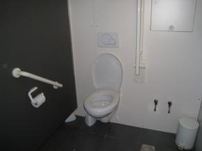 Intérieur du sanitaire adapté