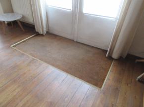 tapis sol encastré derrière la porte