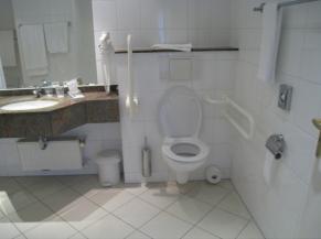 Sanitaire de la 2e chambre adaptée
