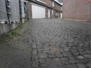 Rue d'accès pavée